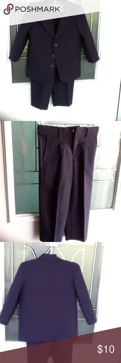 Boys 2 piece suit Navy blue suit,has been cleaned,in great condition. Mark Jason Matching Sets