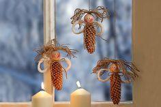Basteln zu Weihnachten: Wir finden Sie unsere süßen weihnachtlichen Fensterengel? Wir zeigen Ihnen, wie Sie diese ganz leicht nachbasteln können.  © Christophorus Verlag GmbH & Co. KG