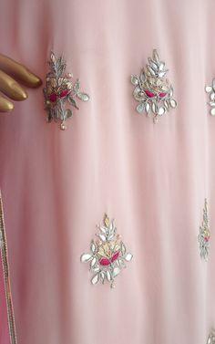 Gota patti and zardozi handwork motifs on the front Kurta and Pant set with hot pink Mukaish work dupatta in chiffon Back keyhole detail Embroidery Suits Punjabi, Hand Embroidery Dress, Kurti Embroidery Design, Dress Neck Designs, Saree Blouse Designs, Pakistani Fashion Party Wear, Fancy Dress Design, Indian Designer Suits, Kurta Designs Women