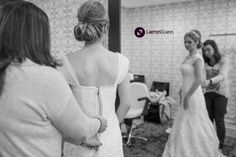 Juliana Silva Prestes no seu Dia da Noiva no Torriton. Fotos por Maurício D'Elia. Contato: Laertes Soares Fotografia. Rua Augusto Ribas, 345, Sala 3, Ponta Grossa - PR (42) 9919-3694 (42) 30282698 atendimento@laertessoares.com.br Blog: laertessoares.wordpress.com  #DiaDaNoiva #Wedding #Casamento #DiaDaNoivaCuritiba #CasandoemCuritiba #PenteadoNoiva #Torriton #TorritonTaunay #WeddingDress #VestidoNoiva