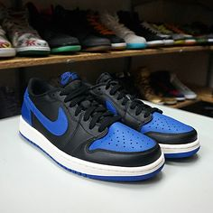 Nike Air Jordan 1 Retro Low OG Black Varsity Royal (705329-004) https://www.kicks-crew.com/detail/11804/Nike-Air-Jordan-1-Retro-Low-OG/Black-Varsity-Royal/705329-004/