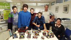 14-12-05 con @aitoruranga haciendo demo de #robotica en @nazaretzentroa Nuestros alumnos son geniales !!! #erw2014