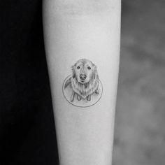 Thinking of getting inked? Here's our round-up of the best tattoo ideas from big and bold to small and delicate Kleine Tattoo-Ideen: Wunderschöne Tattoo-Designs von [. Small Dog Tattoos, Small Finger Tattoos, Finger Tattoo Designs, Little Tattoos, Mini Tattoos, Pet Tattoos, Small Tattoos For Boys, Tattoos Skull, K Tattoo