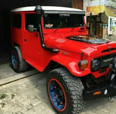 Red flame Toyota Fj40, Toyota Fj Cruiser, Toyota Trucks, Toyota Cars, Classy Cars, Truck Camping, Old Classic Cars, Jeep 4x4, Jeep Wrangler Unlimited