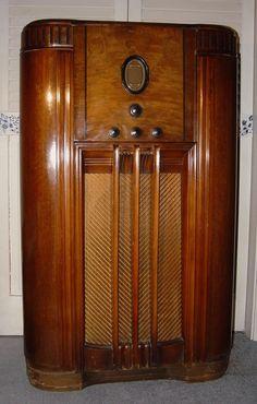 Philco Model 650X Console Radio (1936)