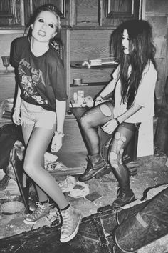 messy long hair, well doesnt have to be very long  blk sheer tights, wit lace  converses platform shoes nikeys  big boyfriend sweater  high waisted shorts  flannel t  eyeliner, if you have big eyes dark lipstick,if u have big lips  messy room, with a little liquor  heavy belts  books