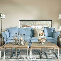 Deze lichtblauwe tint maakt je woonkamer in 1 klap fris en zomers. Ontdek al onze banken en meer in de webshop.  #rivieramaison #woonkamer #interieur #homedeco #decoratie #interiorstyle #homeinspo Beach Vibes, Sofas, New Interior Design, Unique Furniture, Design Projects, Living Room Designs, House, Inspiration, Home Decor