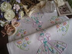 """Gorgeous Vintage Embroidered Crinoline Lady Tray Cloth 18""""x13"""""""
