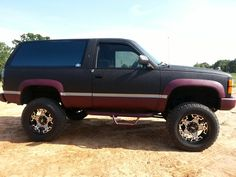 """92' Blazer w/ three color """"Rhino/bedliner"""" paint job!! With BBC 468 & skulls scattered throughout here n there of course! ;)"""