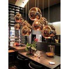 Коричневая кухня: оформление интерьера в шоколадных оттенках и 85 теплых и уютных воплощений http://happymodern.ru/korichnevaya-kuxnya-foto/ Сочетание темных и светлых оттенков коричневого на кухне выглядит изысканно