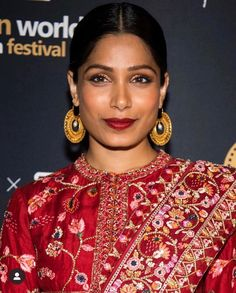 """ABHATI Suisse on Instagram: """"Monday morning flashback to the time Freida Pinto's skin was glowing on the red carpet in #abhatisuisse skincare, with flawless makeup by…"""" Freida Pinto, Flawless Makeup, Monday Morning, Red Carpet, Glow, Skincare, Sari, Tees, Instagram"""