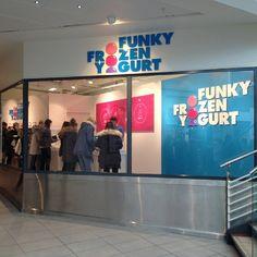 "Funky Frozen Yogurt @funkyfrozenyogurt's photo: ""Da er vi i gang i Torvbyen Fredrikstad! Butikk nr 6:) #funkyfrozenyogurt #økologisk #yoghurtis #torvbyen #Fredrikstad #nybutikk"""