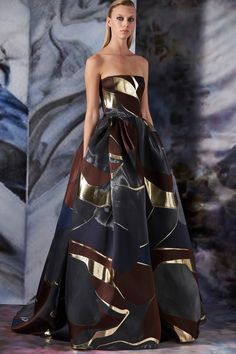 Mendel Fall 2019 Ready-to-Wear Fashion Show Collection: See the complete J. Mendel Fall 2019 Ready-to-Wear collection. Look 36 Couture Mode, Style Couture, Couture Fashion, Moda Streetwear, Streetwear Fashion, Vestidos Fashion, Fashion Dresses, Fashion Mask, Fashion Show