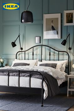 Many people believe that there is a magical formula for home decoration. You do things… Bedroom Sets, Home Bedroom, Room Decor Bedroom, Bedroom Workspace, Bedroom Design Inspiration, Design Ideas, Brass Bed, White Side Tables, Aesthetic Bedroom