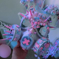 Gas mask Series 🎀🙃💣💕 💟✝️☪️ This person takes commissions, would love a mask similar to this omg. It's so cute Pastel Punk, Pastel Goth Fashion, Kawaii Fashion, Lolita Fashion, Cute Fashion, Style Indie, Style Grunge, Soft Grunge, Le Happy