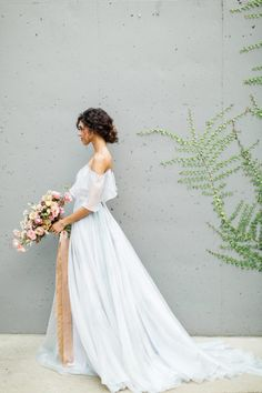 Cloudy Day Wedding Inspiration with a Hand Painted Bridal Gown ⋆ Ruffled Romantic Weddings, Elegant Wedding, Perfect Wedding, Dream Wedding, Wedding Day, Blue Weddings, Wedding Poses, Wedding Tips, Wedding Details