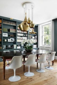 Tulip chairs and Tom Dixon Brass ceiling lamps for dining room Green Dining Room, Dining Room Server, Dining Room Wall Art, Dining Room Lighting, Dining Room Design, Dining Rooms, Tom Dixon, Interior Inspiration, Room Decor