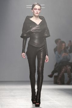 Futuristic Fashion, Gareth Pugh SS 2013, black, future fashion