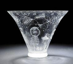 Fyrverkeriskålen i tunt graverat glas. Design: Edward Hald, Orrefors Sweden 1921