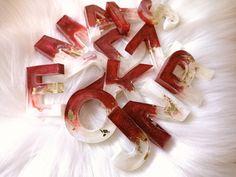 Diy Resin Earrings, Diy Resin Keychain, Acrylic Keychains, Resin Jewelry, Jewellery, Diy Resin Art, Diy Resin Crafts, Wood Resin, Keychain Design