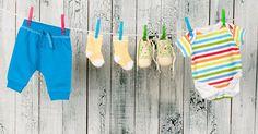 Adorables, mais les vêtements pour bébé sont aussi, souvent, sales. Nos petits anges ont tendance à porter sur eux chacun de leur repas ou de leur état. Bave, lait, selles: quelques trucs pour en venir à bout.