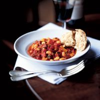 Try this hearty chorizo, bean, pepper and butternut squash chilli, served with crusty bread. Clean Recipes, Fall Recipes, Cooking Recipes, Drink Recipes, Yummy Recipes, Savoury Dishes, Tasty Dishes, Butternut Squash Chilli, Good Food