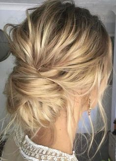 Messy updo wedding hair inspiration | Bridal hair style ideas #hairstyle #updo #looseupdo #hairinspiration