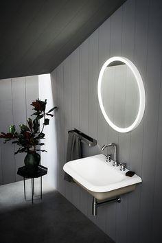 ▪️Connaissez-vous cette matière ? Grâce à ses nombreuses qualités, le corian est un matériau noble particulièrement adapté à une utilisation dans la salle de bains. ▪️Pour en connaître tous ses secrets, rendez-vous sur notre blog. #corian #article #blog #hydropolis #salledebains #designer #architecte #decorationinterieure #deco #homedecor #bathroom #matiere #RexaDesign #Falper #hidroboxbyasbara Photo : Agape Solid Surface, Agape, Bathroom Lighting, Designer, Mirror, Blog, Furniture, Home Decor, Bath