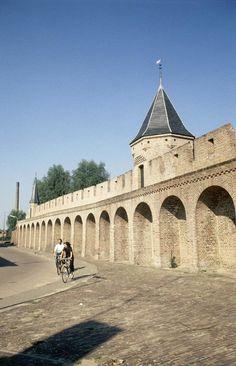 De Amersfoortse stadsmuur in 1980 Holland Netherlands, Sea Level, Utrecht, Amsterdam, Dutch, Taj Mahal, Shelters, Country, Building