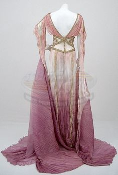 Costume designed by Gabriella Pescucci for Dracula`s brides in Van Helsing Creative Costumes, Cool Costumes, Historical Costume, Historical Clothing, Beautiful Gowns, Beautiful Outfits, Desenhos Halloween, Bride Costume, Fantasy Gowns