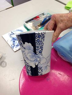 Pottery Painting, Ceramic Painting, Pottery Vase, Ceramic Pottery, Porcelain Ceramics, China Porcelain, Modern Mugs, Rose Art, China Painting