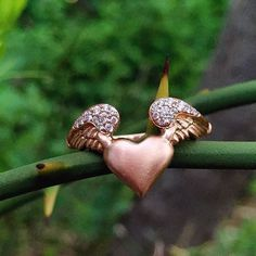 The perfect love token in Rose Gold and Pavé Diamonds.  cred: @diamondsinthelibrary . . . #luxurywithaface #flyinghearts #rosegold #love #valentinesday