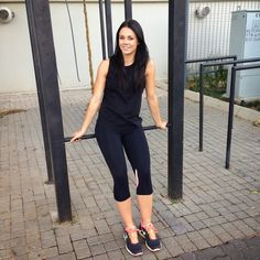 All black gym outfit. Gym Outfits, Kobe, Fitness Fashion, All Black, Capri Pants, Workout, Style, All Black Everything, Capri Trousers