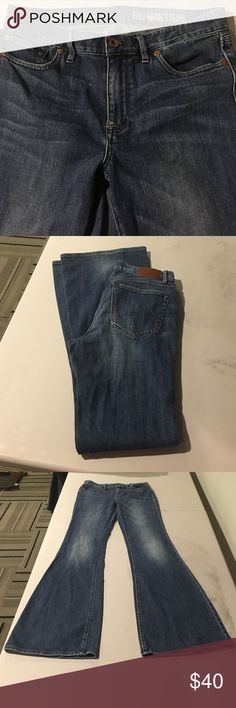 MADEWELL FLARE JEANS!! Great condition. The Flea Market Flare style by MADEWELL. Little stretch! Definite wide leg. Size 29. Inseam 33 Madewell Jeans Flare & Wide Leg