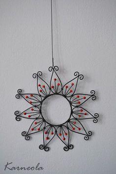 Wire Wrapped Pendant, Wire Wrapped Jewelry, Wire Jewelry, Wire Crafts, Metal Crafts, Copper Wire Art, Beadwork Designs, Wire Flowers, Glass Garden Art