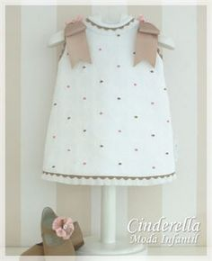 Diy Crafts - This Pin was discovered by Mar Fashion Kids, Baby Girl Fashion, Baby Dress Design, Baby Girl Dress Patterns, Little Girl Dresses, Girls Dresses, Baby Sewing Tutorials, Pink And White Dress, Sewing Kids Clothes