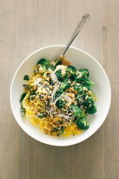 Spaghetti Squash Noodle Bowl + Lime Peanut Sauce #glutenfree #vegan