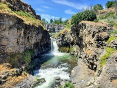 Hike Less Than 1 Mile To This Spectacular Waterfall Swimming Hole In Oregon Oregon Nature, Oregon Forest, Beautiful Places To Visit, Places To See, Wonderful Places, Oregon Swimming, Oregon Road Trip, Road Trips, Klamath Falls