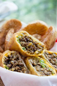 Cheesesteak Egg Rolls are basically the perfect fusion of American fast food and Chinese fast food in one tasty recipe. Best Philly Cheesesteak, Cheesesteak Egg Rolls, Cheesesteak Recipe, Philly Cheesesteaks, Appetizer Dishes, Appetizer Recipes, Snack Recipes, Cooking Recipes, Snacks