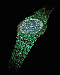 Backes & Strauss- The Piccadilly Princess Royal Emerald Green features 245 emeralds, sourced from Gemfields' Kagem mine in Zambia. The stones, which feature 10 different cuts, total 31.91 cts.