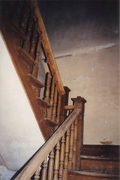 Inside Mudhouse Mansion #Treppen #Stairs #Escaleras repinned by www.smg-treppen.de