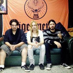 #yantraband #grunge #band #rock #punk #indie #music #happy #emotions #peace #love #instagram #pic #instadaily #live #party #photo #concert #tiburonclub #puertolacruz #power #cigarretes #smoke #smoking #musically #goodmorning #monday #creative #people #sex