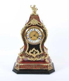 BOULLE-PENDULE, Louis-Quinze-Stil, reiche Messingapplikationen, Pendulenwerk mit Schlag auf Glocke, — Uhren