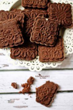 Tündérsüti: Mokka keksz Stamp Cookies Recipe, Hungarian Cake, Cookie Recipes, Dessert Recipes, Food Test, Small Cake, Holiday Treats, Biscotti, Food And Drink