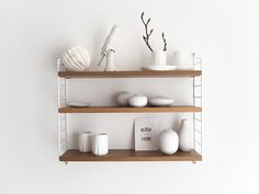 White decoration for the string Pocket shelf – Bookcase and pallet decoration ideas Decor, Kitchen Shelves, Pallet Decor, Home Furniture, Shelves, White Decor, Scandinavian Homewares, Home Decor, Furniture