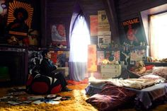 Hippe bedroom, the whole bedroom set. Johnny Depp and Chloe Moretz in Dark Shadows (2012) Movie Image