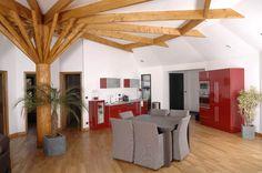 """Très bel intérieur d'une maison construite par """"La maison de cèdre"""" en France."""