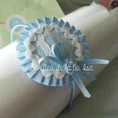 Diadema azul, encaje, lazo de raso y flor