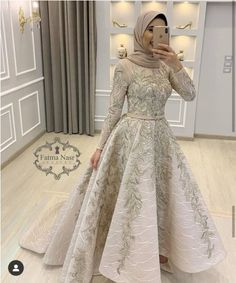 Image may contain: one or more people, people standing and indoor - Prom Dresses Design Muslim Prom Dress, Hijab Prom Dress, Muslimah Wedding Dress, Hijab Evening Dress, Gown With Hijab, Hijab Gown, Fashion Dresses, Dress Outfits, Dresses Dresses