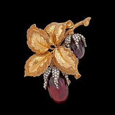 A garnet and natural pearl brooch, c. 1870. 18k gold. Weight 19,2 g. L. 6 cm..